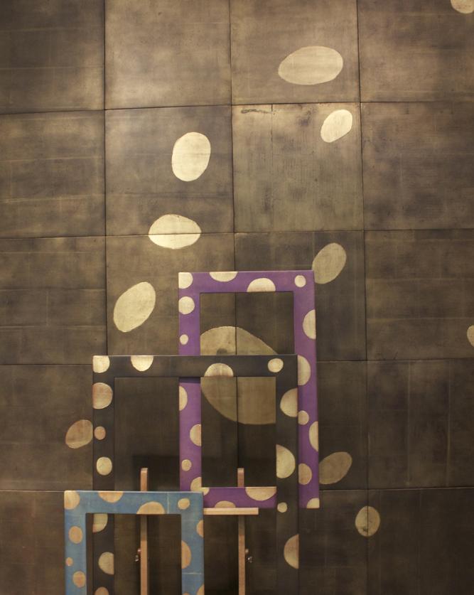 panneau-noir-et-or-bulles